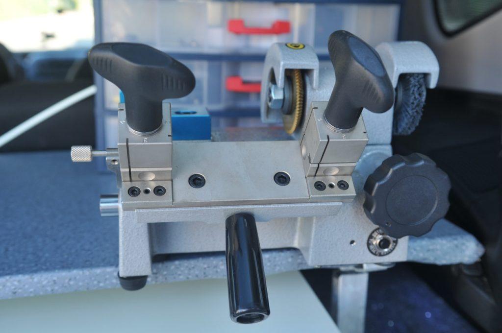 Car key duplication machine